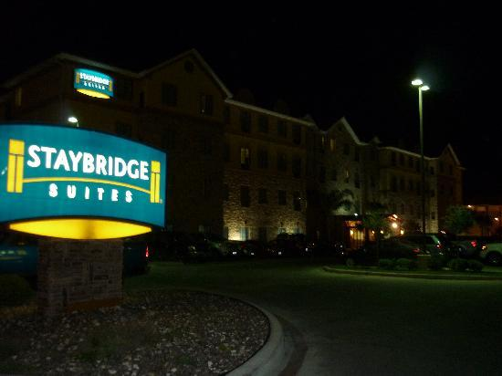 Staybridge Suites Corpus Christi: at night