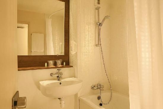Campanile Paris Sud - Porte D'Italie : salle de bain