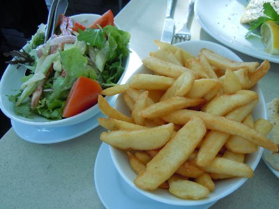 Nick's: サイドディッシュのサラダとポテトです。こちらも素敵でした!