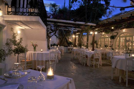 Avra Restaurant - Garden: Avra courtyard garden