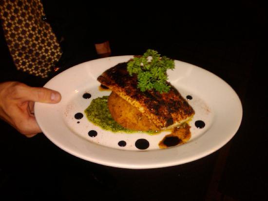 Lombardo's Italian Restaurant: Mahi mahi was the special my wife ate.