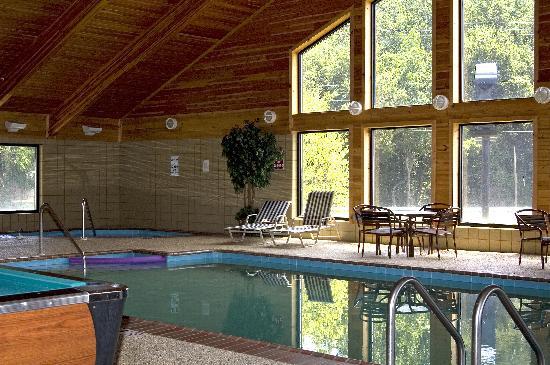 Days Inn & Suites Milford: Indoor Pool