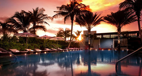 Tideline Ocean Resort & Spa: ENJOY A BREATHTAKING SUNSET AT OUR WONDERFUL POOL