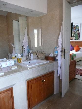 Riad Marrabahia: notre salle de bain