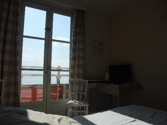 Les Tourelles : chambre avec vue sur mer et balcon