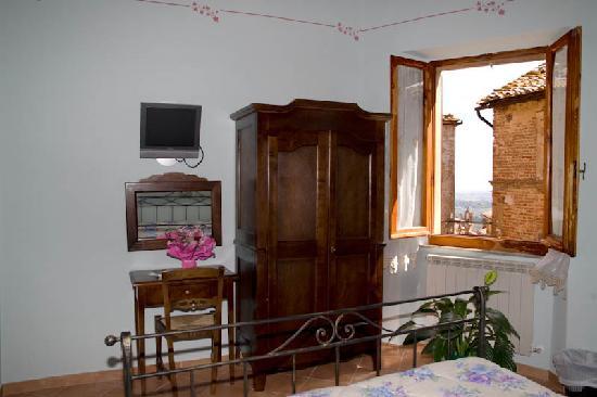 Camere Bellavista: Camera n 5 con vista sul centro storico di Montepulciano e lago Trasimeno