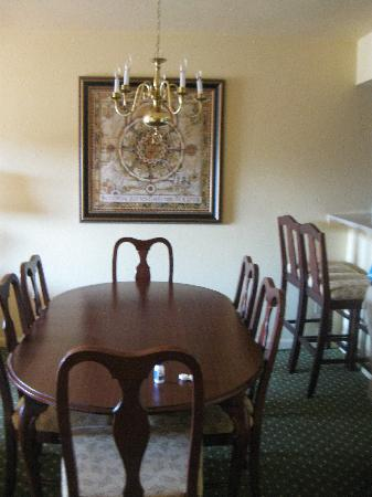 The Historic Powhatan Resort: dining room