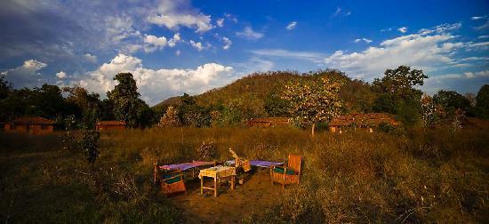 Bhoramdeo Jungle Retreat : Breakfast in the Garden