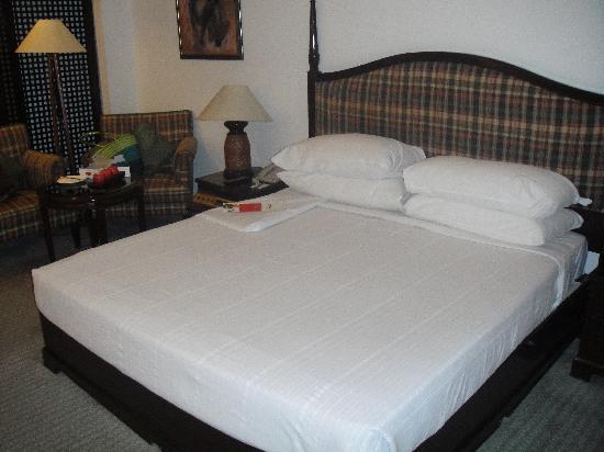 Crowne Plaza Kathmandu-Soaltee: Bedroom at the Club Floor