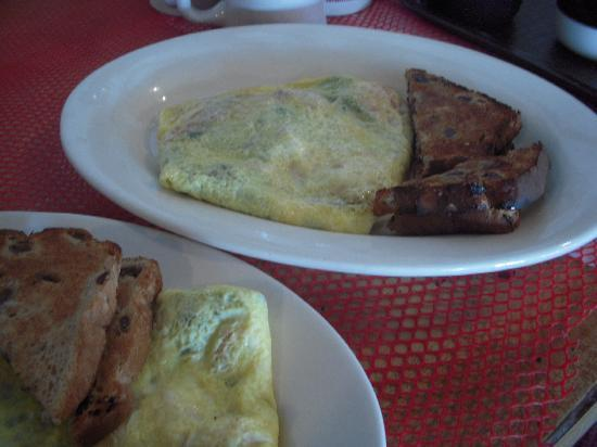 Rick's All Seasons Restaurant: omelettes with bacon and mushroom