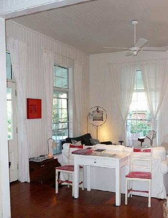 Huskisson Bed and Breakfast: The comfortable shared living space.