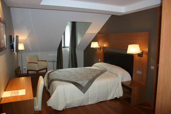 Alti Hotel: Acta Luchon: luchon@actahotels.com Tel. +33 561 79 56 97