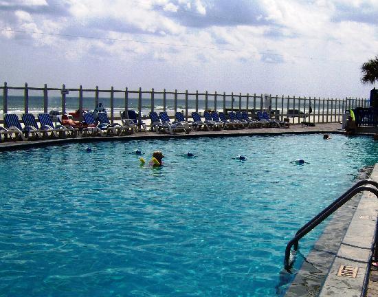 Islander Beach Resort: Pool