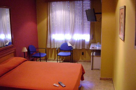 Hotel Iberia: La chambre