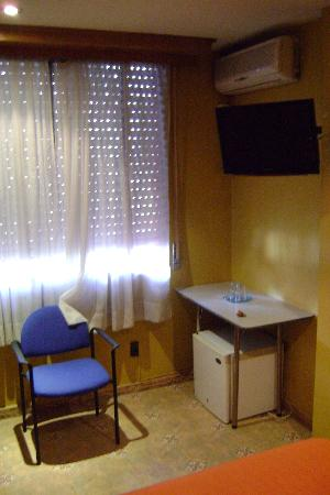 Hotel Iberia: Equipement de la chambre