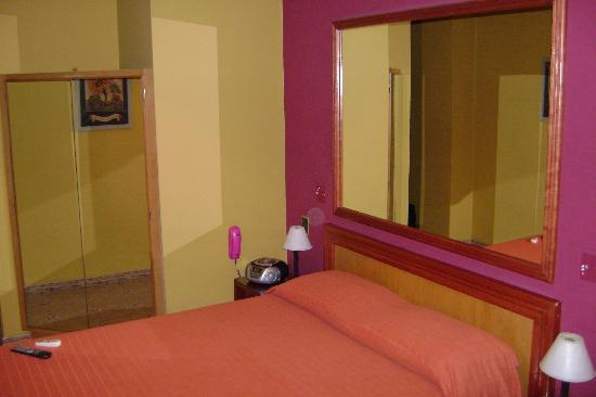 Hotel Iberia: Le lit