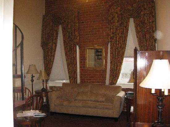 Maison Pierre Lafitte : A cozy living room