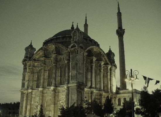 İstanbul, Türkiye: Ortakoy Mosque