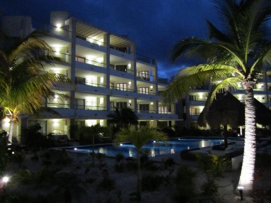 Beloved Playa Mujeres: My opinion- stay on floors 2 and higher. No privacy on the lower floors.