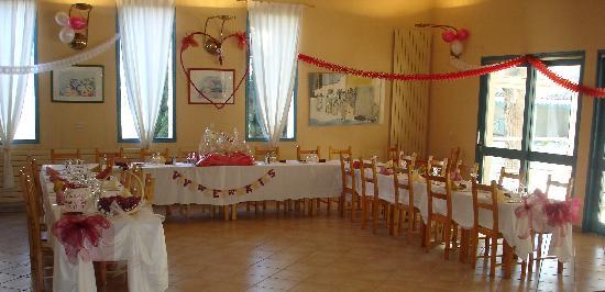 Alba-Flora Hotel: Voici la salle de restaurant. Ce soir là il y avait un mariage.