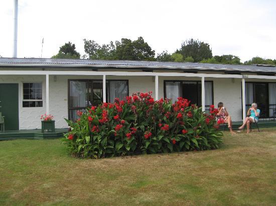 Equestrian Lodge Motel: The Garden