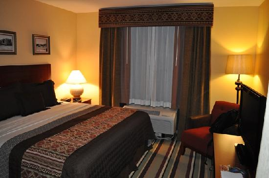 Moenkopi Legacy Inn & Suites: Bed Area