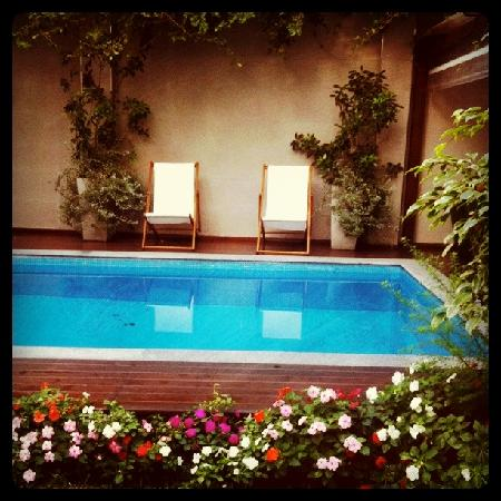 Duque Hotel Boutique & Spa : View of pool area from the cafe