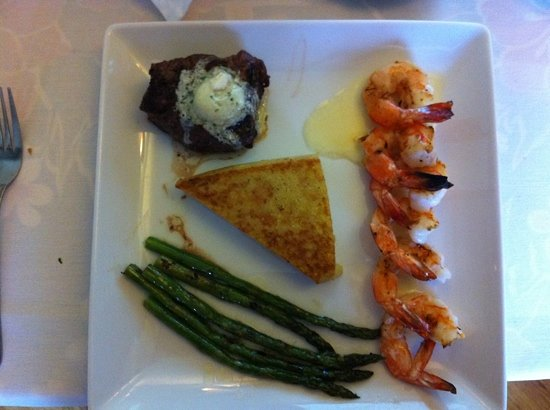 Lisa Bella's Bistro & Java Bar: Steak and shrimp with polenta