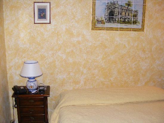 Villa Montereale B&B: Il letto matrimoniale