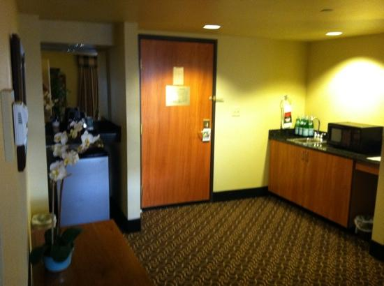 Wingate by Wyndham Greenwood Village/Denver Tech: Wet bar, Frig, Microwave Suite