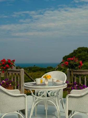Menemsha Inn and Cottages: Complimentary continental breakfast is served daily
