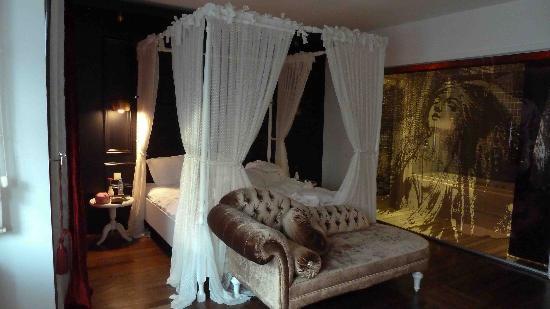 Senatus Hotel : Imperator room (#407) c