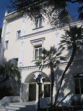 Luxury Villa Excelsior Parco : The outside of the hotel