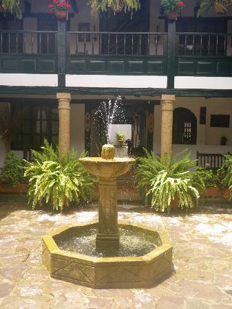 Hotel Antonio Narino : courtyard inside hotel