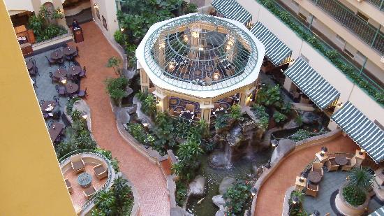 Embassy Suites by Hilton Hotel Los Angeles-Downey: Atrium