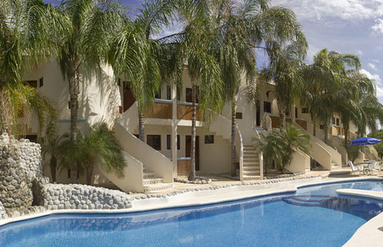 Villas Coco Resort : fachada principal Villas Coco Paraiso Isla Mujeres y piscina