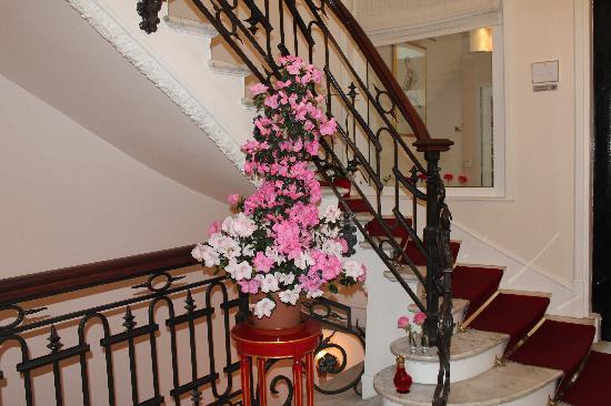 Jays Paris: Flowers everywhere.