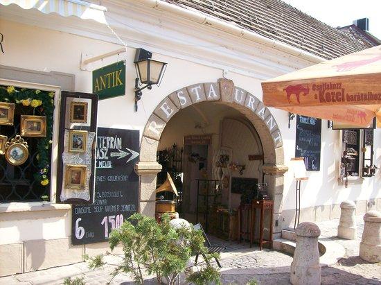 Duna Corso etterem es kavezo : Front Entrance