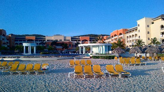 إبيروستار روز هول سويتس أول إنكلوسف: Beach