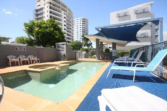 Cerulean Apartments: Heated pool great position