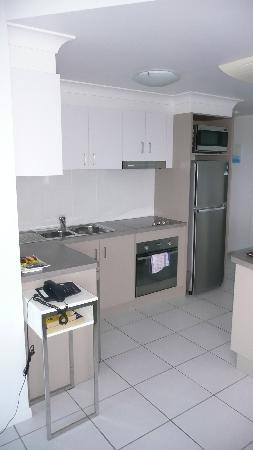 Koola Beach Apartments Bargara: Kitchen