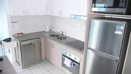 Koola Beach Apartments Bargara: Kitchen 2