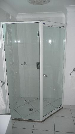 Koola Beach Apartments Bargara: Shower