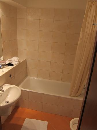 Airport Hotel Okecie: Generic bathroom