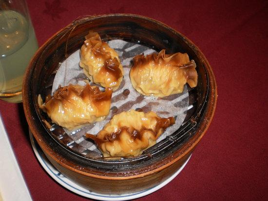Chuen Cheng Ku : Shark fin dumpling yummy!