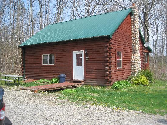 Pleasant Valley Cabins: Front of the cabin