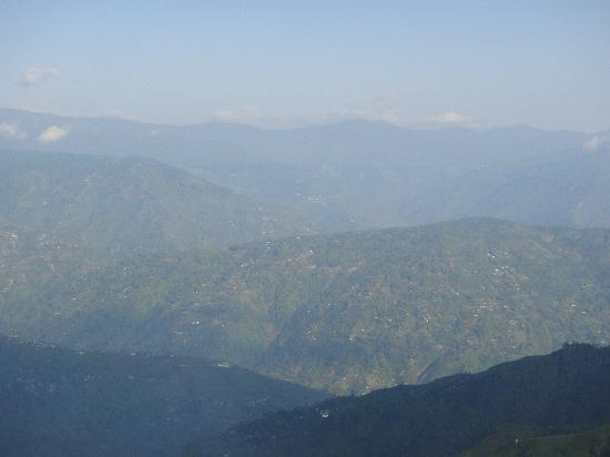 Sinclairs Darjeeling : A view of the valley from the Sinclairs