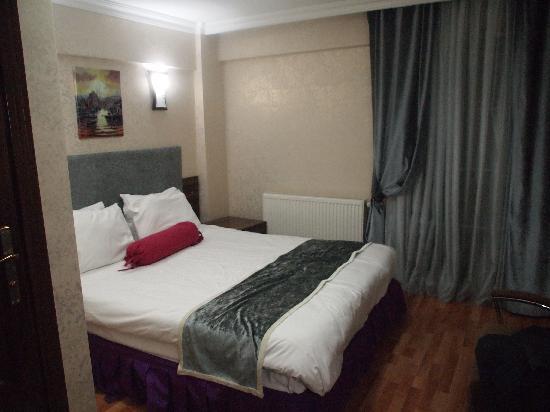 Galata Istanbul Hotel: Toda la habitación. Doble