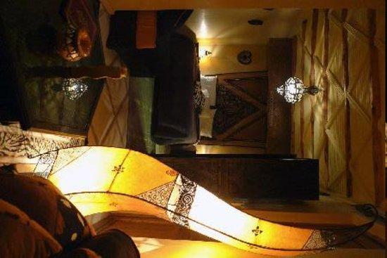 Riad Dar ATTIKA : La suite africaine, lumière d'ambiance.