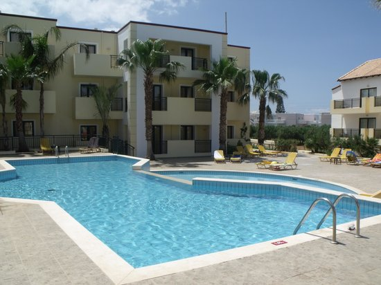 Gouves Park Holiday Resort: piscine et chambre